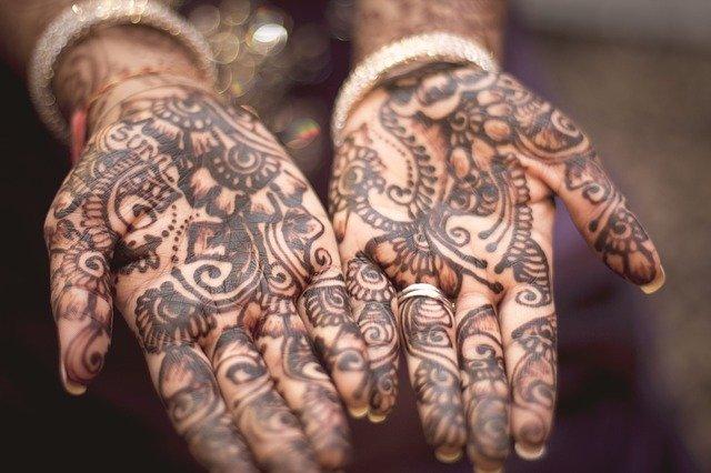 tetované dlaně