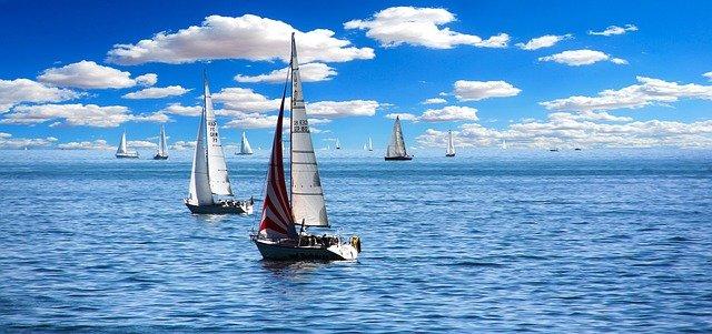 plachetnice na moři.jpg