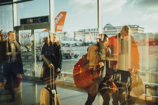 lidé na letišti.jpg