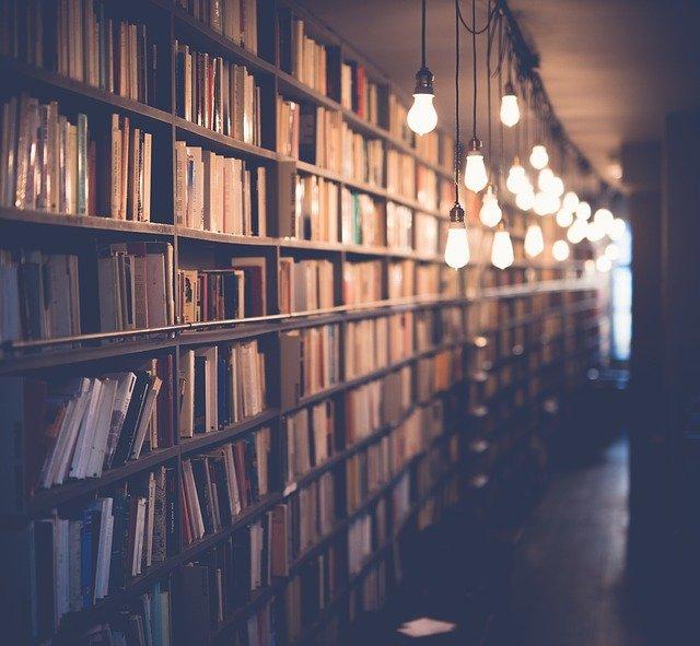 osvětlení knihovny