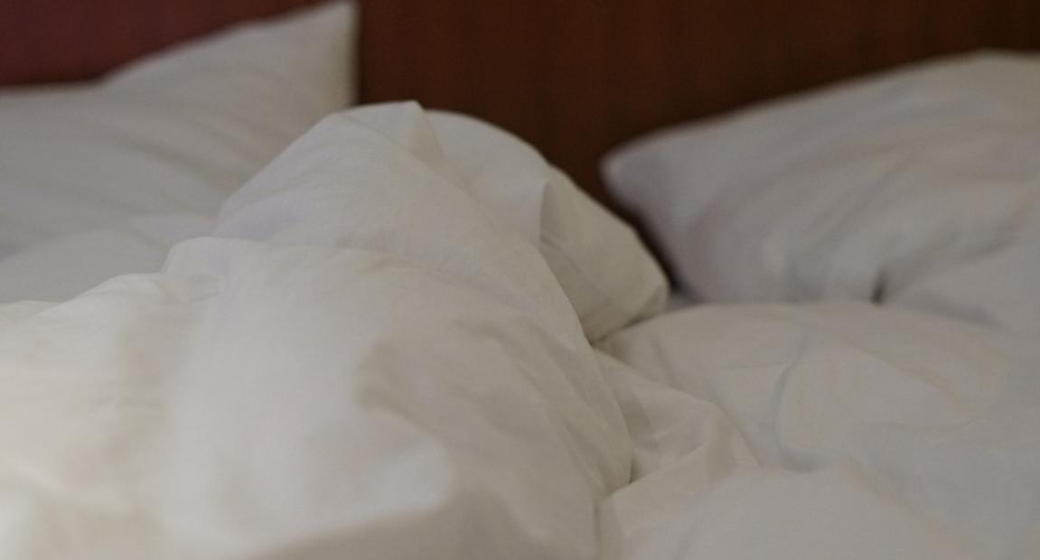peřiny v posteli
